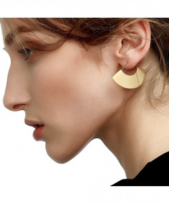 Enfashion Vintage Camber Fan Matte Gold Dangle Earrings