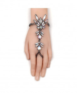 Fashionsnoops Crystal Chain Bracelet AT-1000