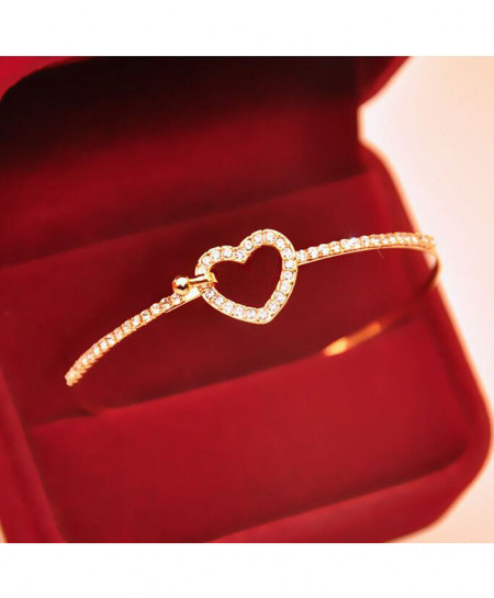 Elegant Gold Love Heart Bangle