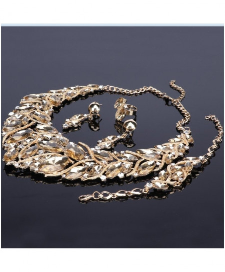 Fashionable Golden Jewelry Set For Women